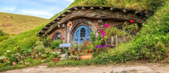 new_zealand_hobbiton_shire_house_view_copy.jpg